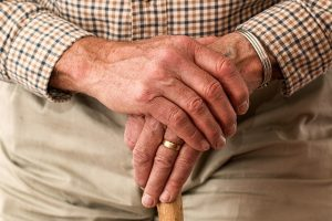 arthritis hands senior 300x200 - Wrist Pain Could Be Due Shoulder Injury