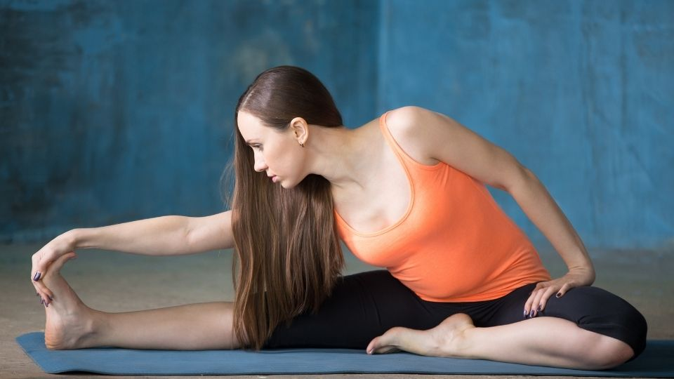 exercise hamstringstretch - How to Overcome Shoulder & Lower Back Soreness When Travelling