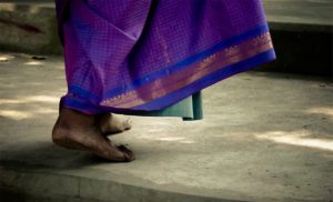 cracked heels 300x182 - Cracked skin and dry skin on the heel area of the feet indicate postural imbalance