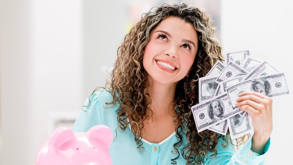 woman savemoney - Save money while you can and life would be less stressful later