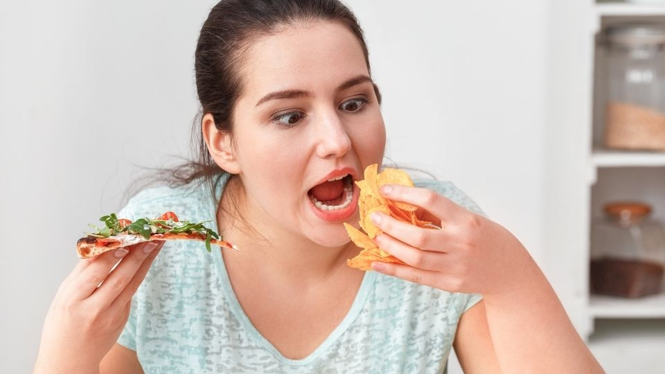 woman eating temptation - How to quit the bad habit of bingeing?