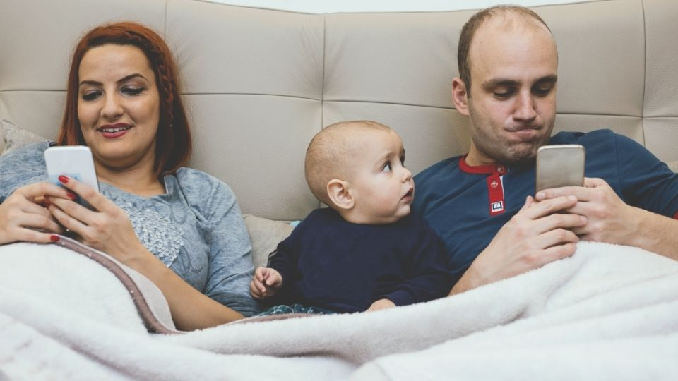family phone - Smartphone Addiction and how it ruins families