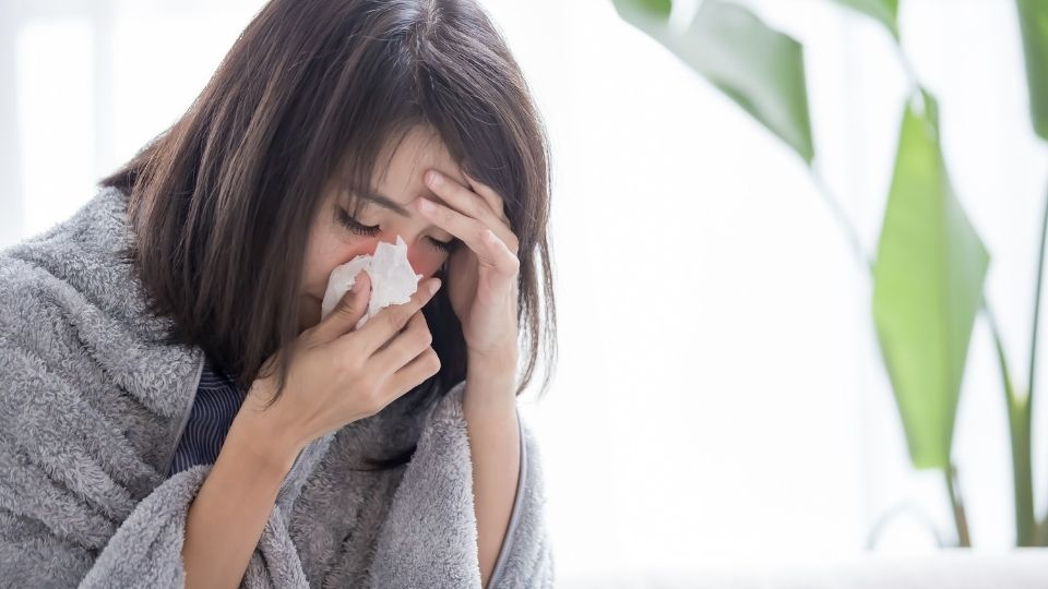 woman sick - Caught a chill? Chinese medicine is really effective