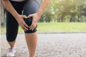knee pain 300x200 - Between knee damage and organ damage...which one is worse?