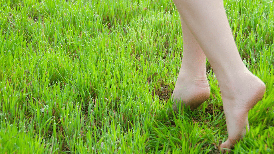 barefoot2 - How to get rid of static electricity from your body