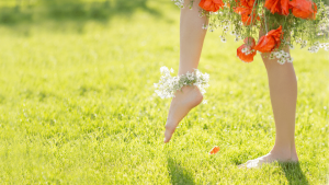 barefoot 300x169 - Walk barefoot on the soil to improve your eye sight