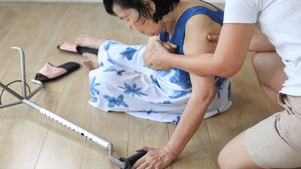 oldpeople falldown - Pain management in elderly from falls- acupuncture is very effective