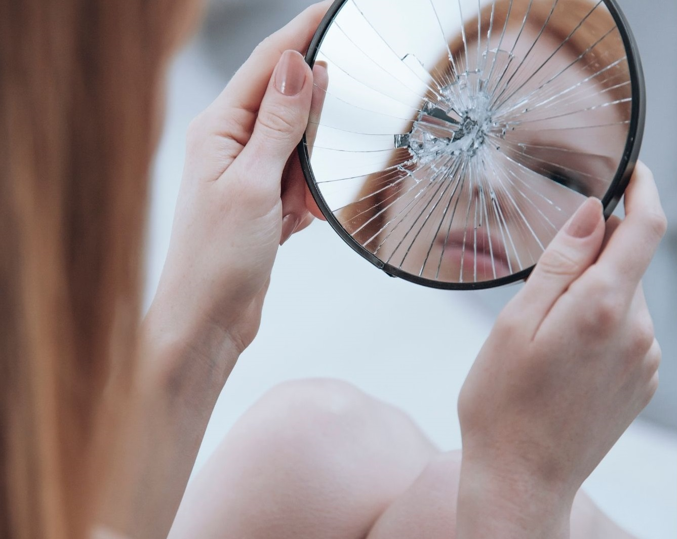 woman mirror - Advantages of being ugly